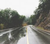 estrada com chuva
