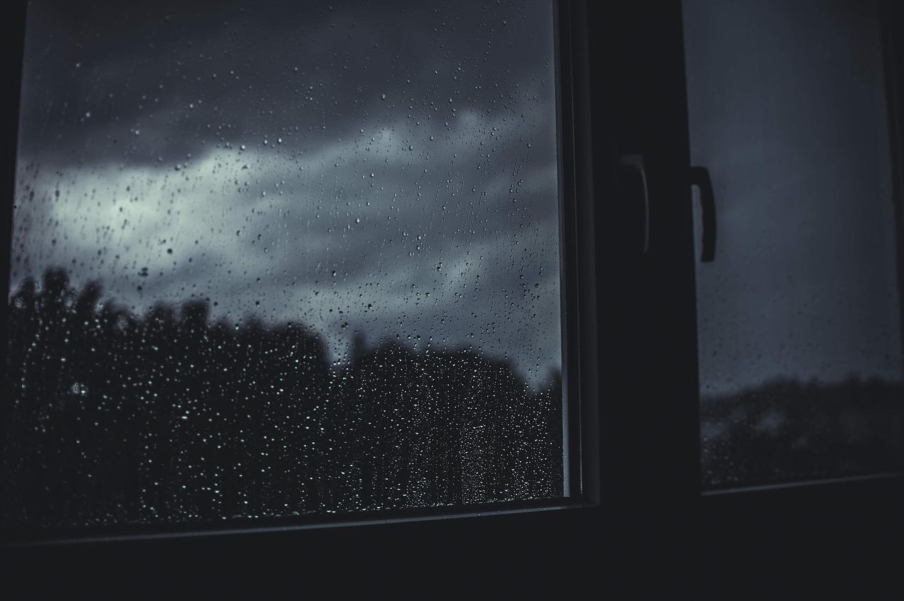 escuro e chuva